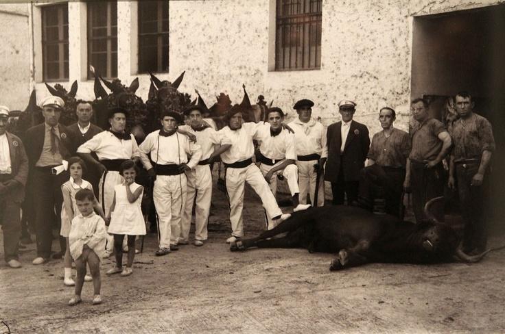 Pamplona navarra mozos y mulillas en la plaza de toros - Fotografos en pamplona ...