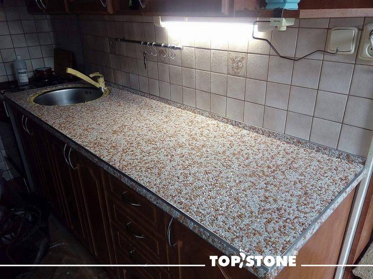 Realizace kuchyňské desky v bytovém domě na Přerovsku.  Kombinace mramorového kamínku TopStone Bianco Carrara 70% a Rosso Verona 30% zvolena s ohledem na kuchyňskou linku a kachličky za ní vypadá opravdu velmi dobře. Celá struktura je uzavřena materiálem TopGel pro lepší údržbu. Ať se dobře užívá !!!!!! https://eshop.topstone.cz/kamenny-koberec-bianco-carrara-interier.html  #topstone #kamínkovýkoberec #mramorovýkoberec #interiér #kuchyňskádeska