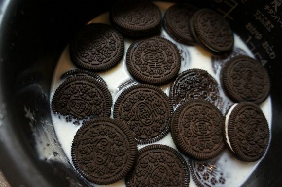 Oreo Rice Ingredients Rice 2 cups uncooked Oreos 54 cookies Milk Enough to fill the 2 cup line of your rice cooker, plus an additional 50ml