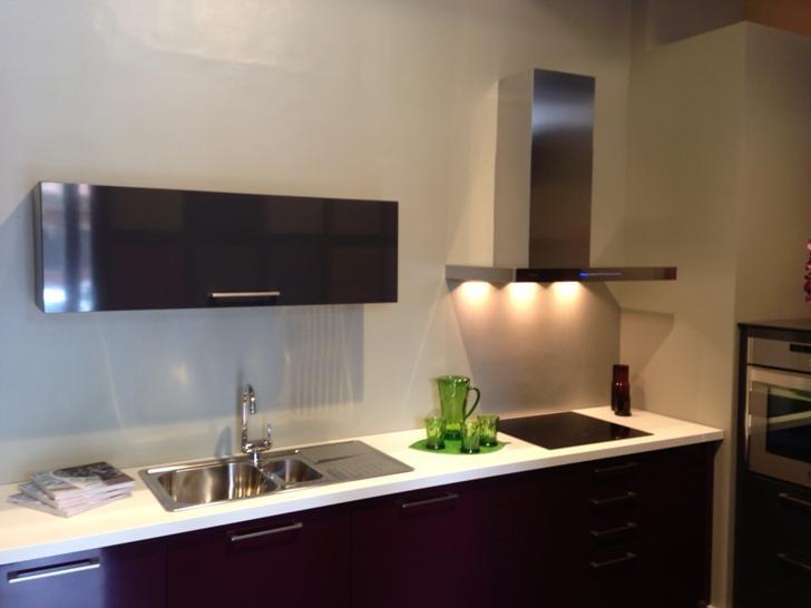 Cocina dise ada por arte v diseno y gestion s l schmidt - Cocinas con campanas decorativas ...