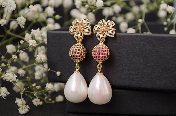 Wedding earrings, Bridal earrings, Bridesmaid earrings, Pink pearl earrings, Flower earrings, Stud earrings gold, Pink wedding, Valentine's day gift, Gift for woman, Birthday gift, Gift for girlfriend, Gift for wife, Anniversary gift.