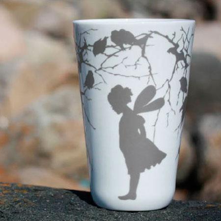 Wik & Walsøe  Med utgangspunkt i norsk natur og folklore har designerne Wik & Walsøe skapt nye kolleksjon av vaser og serviser. Her finner du både fnugglette alver og tradisjonsrikt dragemønster i ny innpakning.