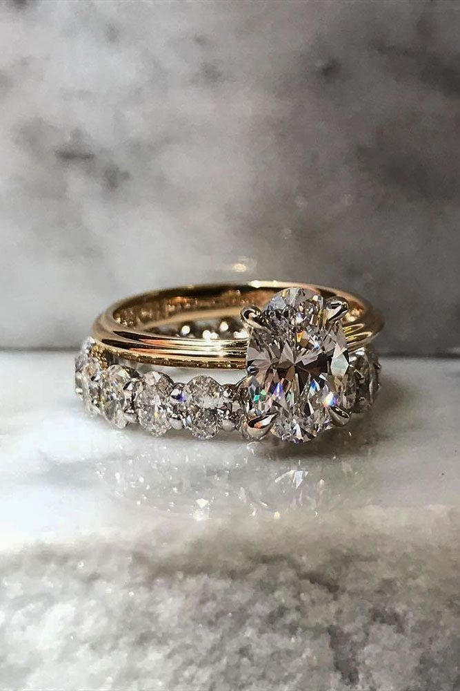 18 Oval Engagement Rings That Every Girl Drems oval engagement rings rose gold center oval diamond wedding band More on the blog: ohsoperfectpropos...