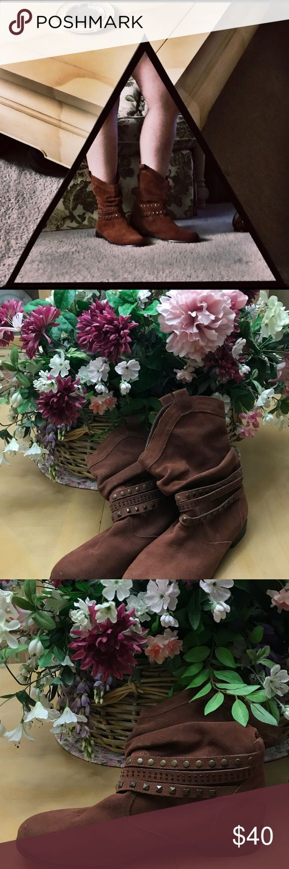 EXCLUSIVE 9 1/2 Twiggy London Brown Suede Boots 👢 ONLY AVALIBLE UNTIL SATURDAY 11/25!!! Twiggy London brand Brown suede boots. Barely worn and in great condition. Size 9 1/2. twiggy LONDON Shoes Ankle Boots & Booties