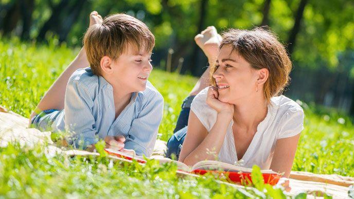 笑顔の親子 シュタイナー教育・ドイツ発祥の生きるセンスを磨く教育理念