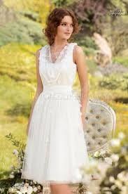 Výsledek obrázku pro jednoduché tylové svatební šaty