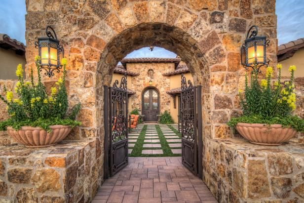 With killer curb appeal and jaw-dropping entryways, homes in this category make a lasting first impression. Tour the homes, vote for your favorite and enter for your chance to win $10,000 cash. From the experts at HGTV.com.