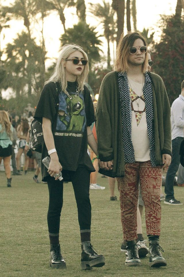 Image from http://celebrityhomes.eu/wp-content/uploads/2014/04/2014-coachella-celebrities-outfits-Frances-Bean-Cobain.jpg.