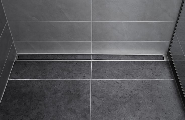 Unidrain HighLine custom er med til at skabe en ekslusiv og moderne stemning til badeværelset. Det diskrete afløb giver et minimalistisk look, kombineret med de nordiske fliser #design #unidrain #bathroom #badeværelse #drain #afløb #nordic #design #minimalism