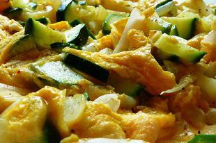 Egy pompás vacsora: cukkinis-paprikás tojáslepény