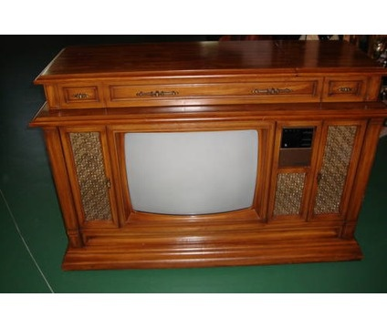 Curtis Mathes TV set. Note: There was a Curtis Mathes store on Memorial Blvd. Across from Jones Car Wash in Murfreesboro in the 80's.