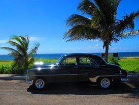 Kuba mit Claudia – dem schönsten 51er Chevrolet - kennen und lieben lernen  Wir offerieren die einzigartige Möglichkeit Havanna und Kuba ganz individuell nach deinen Wünschen mit unserer Adoptivtochter « Claudia » - einem bestens erhaltenen Chevrolet 51 – kennen zu lernen. Gerne beraten wir dich bei deiner Erkundung von Havanna und Kuba und schneidern dir dein auf dich persönlich angepasstes Programm zu.