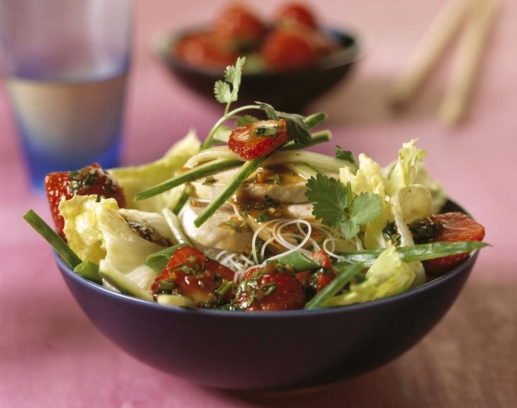 Aardappel-groentesalade met eieren en pindadressing