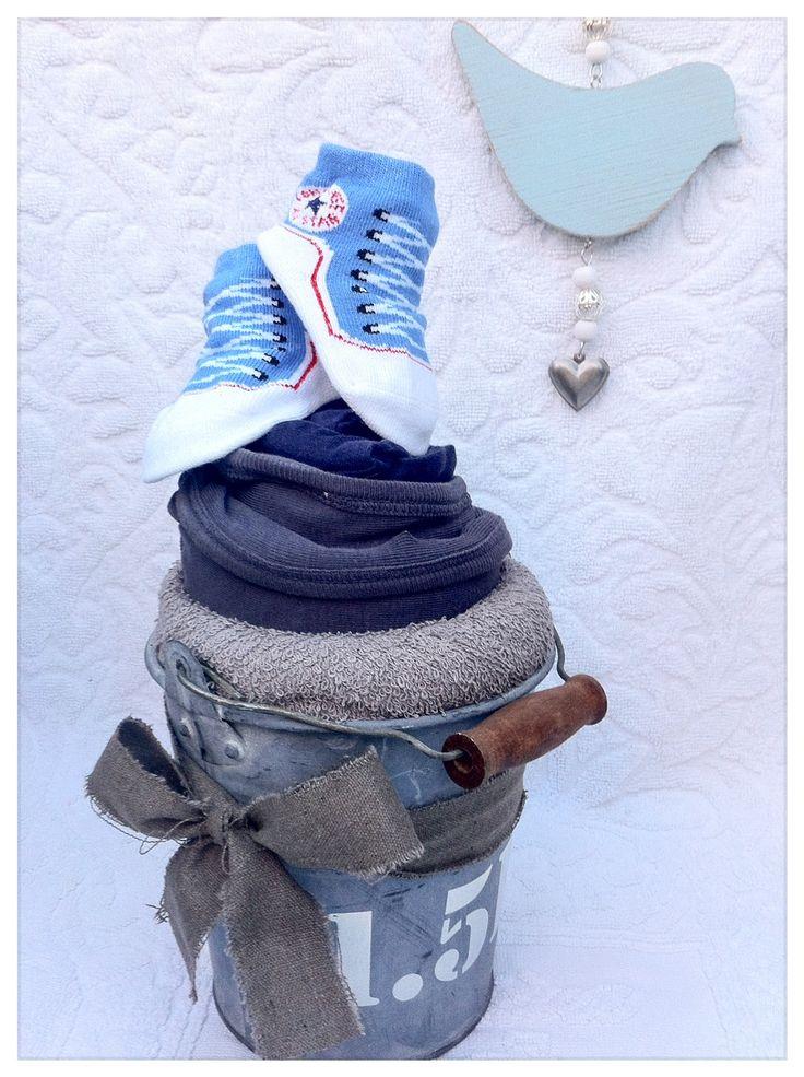 Maxi Cupcake in zink emmertje voor jongen. Kraamkado zoon. Baby Shower Gift Boy. Info: https://joleenskraamcadeaus.wix.com/kraamcadeau#!product/prd1/2717081611/maxi-cupcake