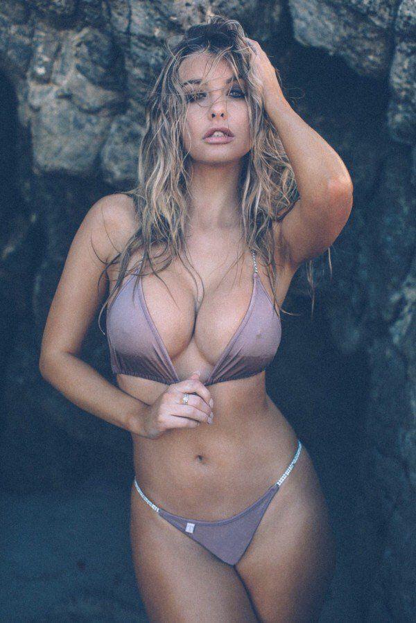Hot babe in sofa bikini images 384