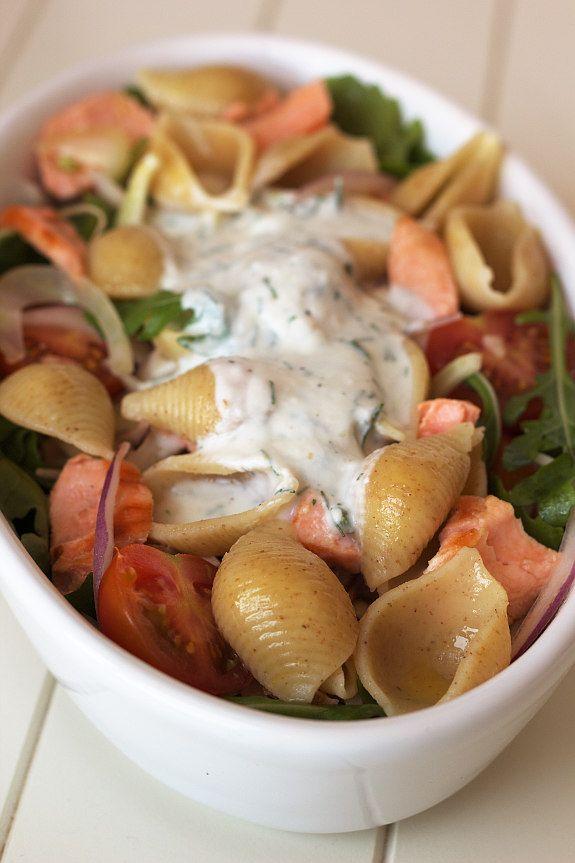 Cinco Quartos de Laranja: Salada de búzios integrais com salmão grelhado
