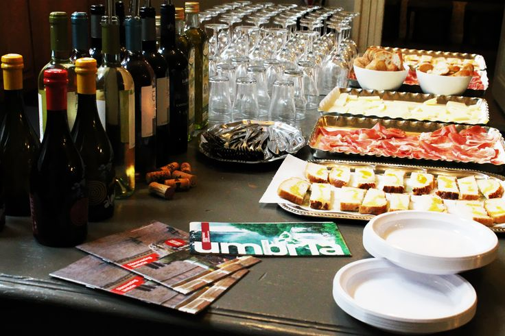 Food and wine tasting in #Dordrecht #enogastronomia #Umbria