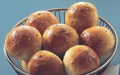 Fuldkornsboller. Lækre boller der kan bruges til morgenmad, brunch, madpakken, fødselsdag, eftermiddagskaffe eller hvornår du lige får lyst.