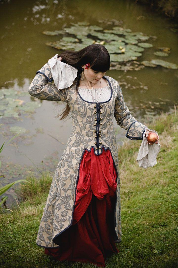 manteau femme de style pirate original corset pirates. Black Bedroom Furniture Sets. Home Design Ideas