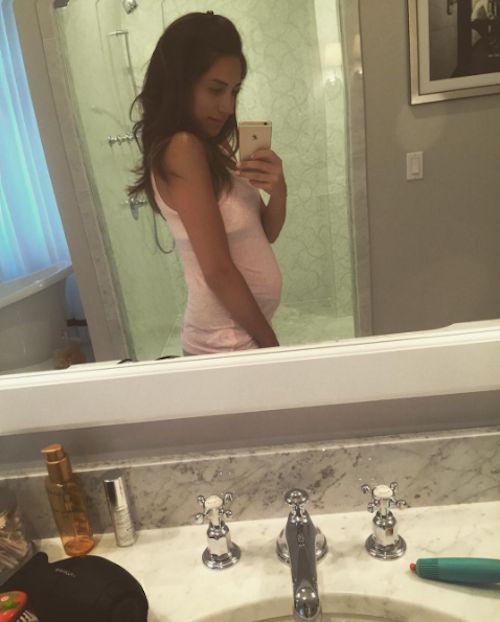 Danielle Jonas Debuts Baby Bump - http://site.celebritybabyscoop.com/cbs/2016/07/27/danielle-jonas-debuts #AlenaJonas, #Babybump, #BabyBumpDebut, #DanielleJonas, #Expecting, #JonasBrothers, #KevinJonas, #Mirrorselfie, #Selfie
