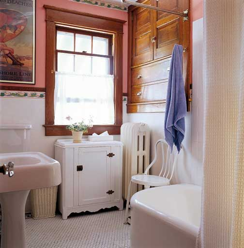 Classic bungalow bathroom (Photo: Gross & Daley)