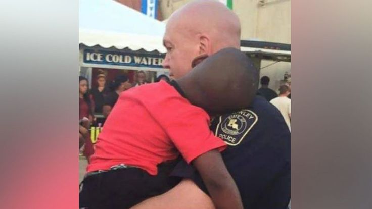 Photo of Police Officer Comforting Lost Boy Goes Viral - ABC News