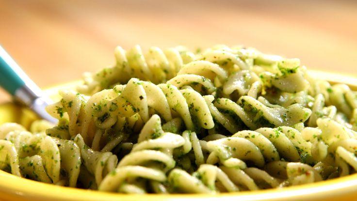 Kale Pesto with Brown Rice Pasta: Video - HealthiNation