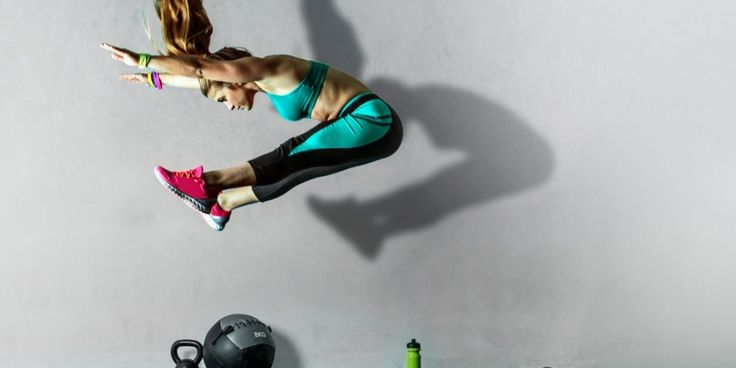 Weekend workout: 10 oefeningen voor een supersnelle stofwisseling   Women's Health