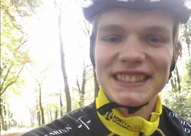 http://www.medemblikactueel.nl/op-blote-voeten-deed-hij-zijn-ereronde-kay-schipper-nederlands-kampioen-marathon-inline-skaten/