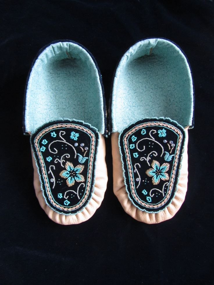 Iroquois Moccasins with raised beadwork - Womens
