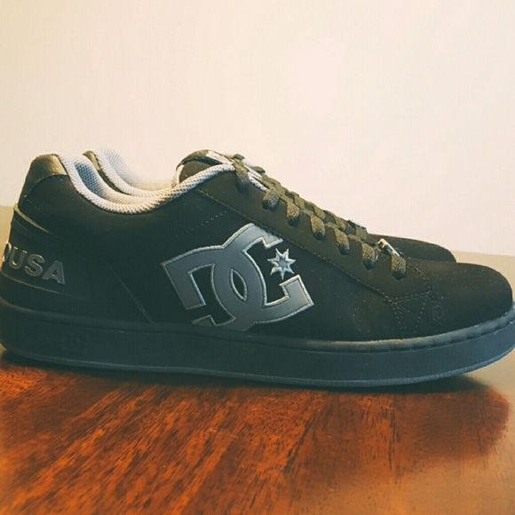 Men's DC Shoe Co. Sneakers Men's Clemente Skate Shoe. Like new condition as  you