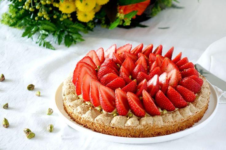 La recette du Montebello de Pierre Hermé. Elle se compose qu'une dacquoise pistache, d'une mousseline pistache et de fraises fraîches.