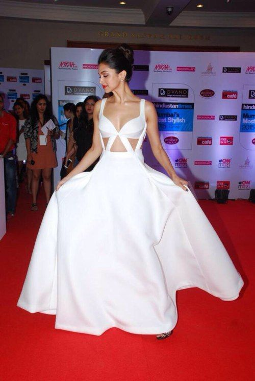 Deepika Padukone❤️ is my obsession and inspiration and everything..I jus love her style and whatever she wear she looks great in it...she could make anything look great..I loved her in chennai express and also in yjhd with those nerd glasses...love u dp