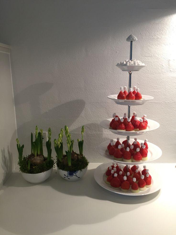 #nissehue #fruitart #homemade  jordbær på melon med en mini skumfidus på toppen.