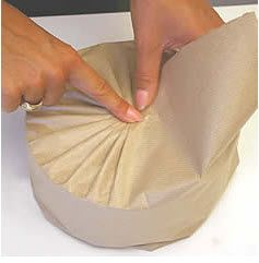 Japaneses Pleating on a round gift