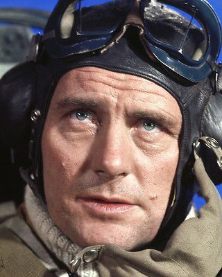 BATTLE OF BRITAIN ROBERT SHAW IN AIR FORCE PILOT UNIFORM IN COCKPIT PHOTO