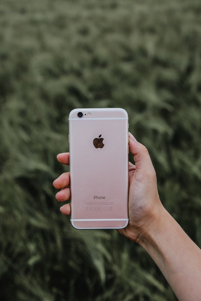 Person Holding Rose Gold Iphone 6s Iphone 6s Rose Gold Photography Tips Iphone Rose Gold Iphone