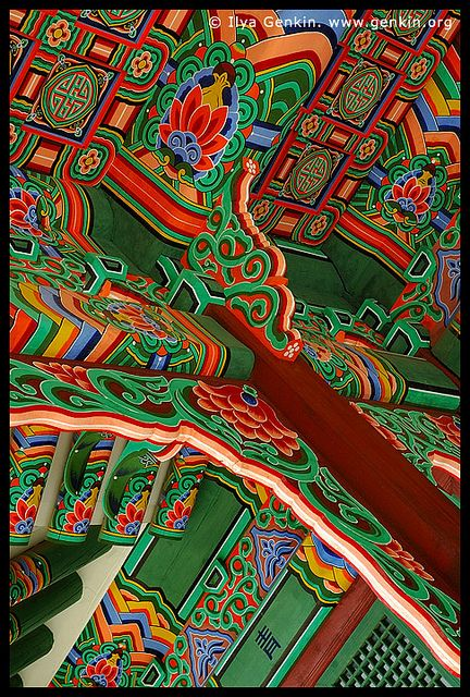 ✮ Roof Decorations at the Entrance to Huijeondang Hall at Changdeokgung Palace in Seoul, South Korea - I love the colors