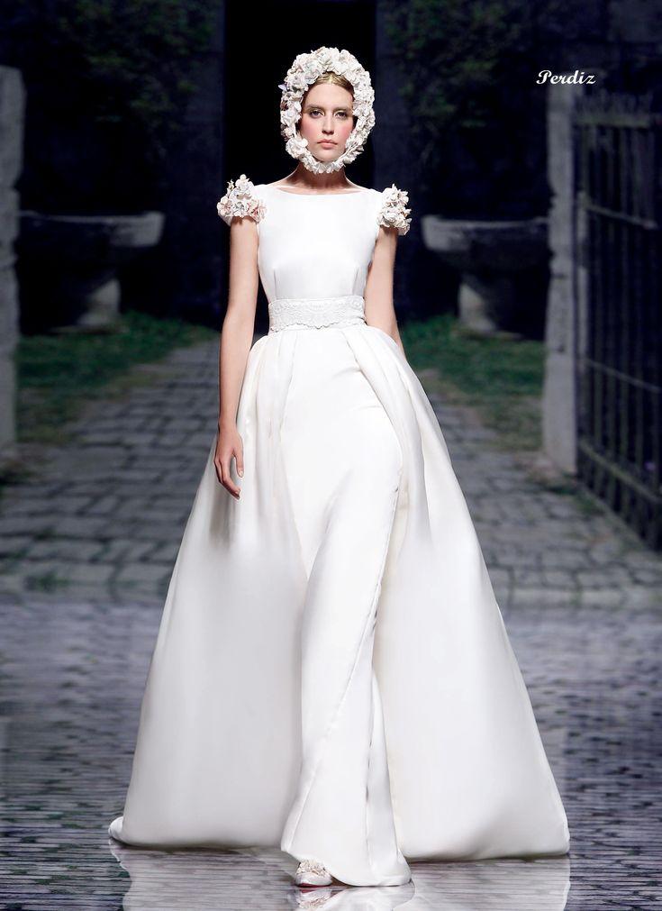 アクア・グラツィエがセレクトした、VICTORIO&LUCCHINO(ヴィクトリオ&ルッキーノ)のウェディングドレス、VL019をご紹介いたします。