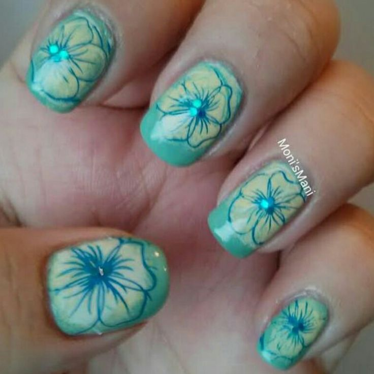 Good morning everyone! I have another guest post this morning, today it's from Moni's Mani! Please give her a warm welcome. :) Hello hello!! How are you??! My name is Monica and I am the nail lovi...
