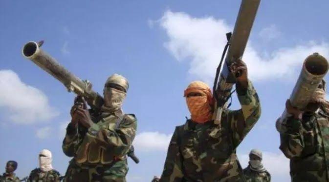 "Mogadishu - Salah seorang pemimpin kunci kelompok teror Al Shabaab Ali Jabal dilaporkan tewas dalam sebuah operasi serangan di wilayah Shabelle Somalia. Keterangan tersebut disampaikan oleh Kementerian Informasi Somalia. Mereka menyatakan Ali Jabal diketahui bernama asli Ali Mohamed Hussein. Ia merupakan Komandan Operasi Al Shabaab di wilayah Banadir. Area tersebut mencakup pula Ibu Kota Mogadishu. ""Ali Jabal merupakan bagian dari jaringan Al Shabaab yang bertanggung jawab dalam perencanaan…"