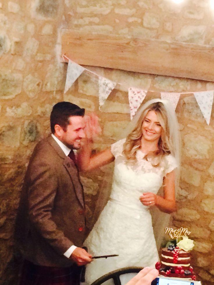 High five! #cuttingcake #weddingcake