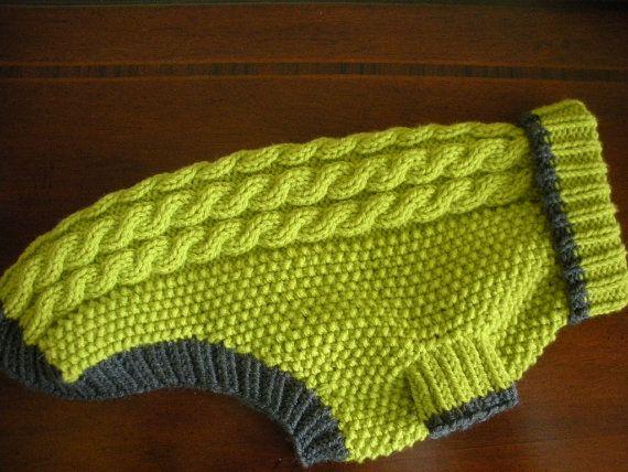 Este suéter verde manzana es tejer con hilado de acrílico suave y cuatro hermosos cables por la parte trasera. Carbón de leña gris de los bordes del cuello, piernas y espalda. Semilla stitch le da gran textura al frente de este suéter y los cables le permiten estirarse para caber perfectamente.  Tamaño: grande Pecho: circunferencia 18-20 Longitud: 15,75 excepto cuello acanalado Cuello: circunferencia 12-14  Cuidado: Lavar a máquina y ciclo de secado delicado  Consejos para su perro - lugar…