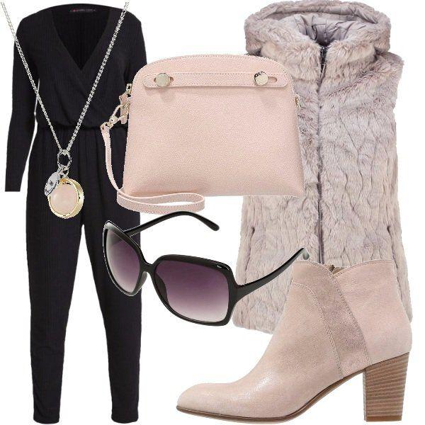 Outfit+da+vera+vip!+Tuta+nera+con+scollo+a+v+a+cui+abbino+il+gioiello,+in+modo+da+impreziosire+il+décolleté.+Sopra,+gilet+fur+dalle+tonalità+neutre,+tronchetto+rosa,+borsa+dello+stesso+colore+e+occhiale+scuro+squadrato.