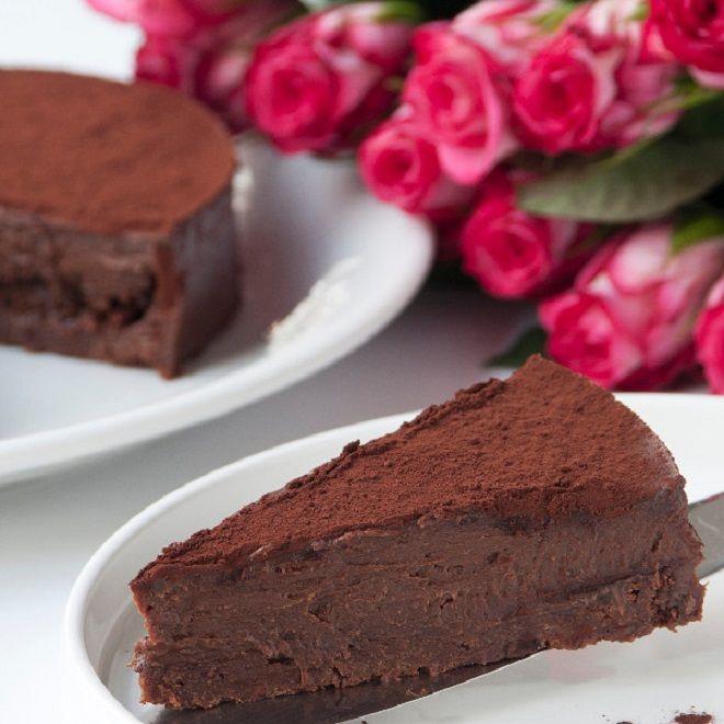 Νηστίσιμη τούρτα με σοκολάτα χωρίς γλουτένη από τις υγιεινές συνταγές του Στέλιου Παρλιάρου.