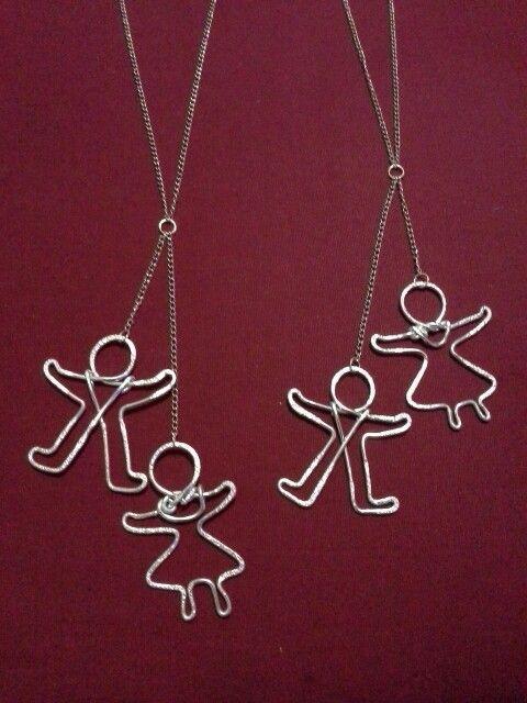 """Ciondoli wire """"bimbo e bimba"""" per collane gioiose, modellati a mano con filo alluminio 2mm"""