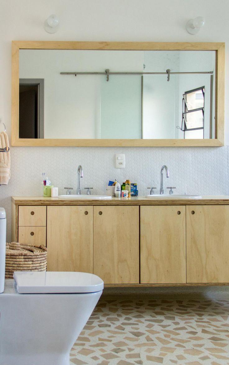 piso em granilite gabinete em compensado naval espelho com moldura em madeira (compensado naval)