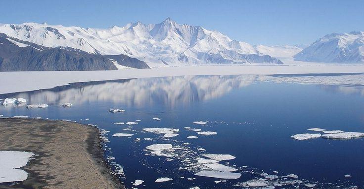 PERDA DESCONTROLADA DE GELO NA ANTÁRTIDA - De acordo com estudos da Universidade de Victoria, na Nova Zelândia, a Antártida corre o risco de perder de forma descontrolada suas camadas de gelo diante de qualquer variação climática, o que provocaria uma elevação significativa do nível dos oceanos. Segundo a pesquisa, imagens feitas pelos satélites mostram que algumas partes das camadas de gelo antártico estão afinando por causa do aquecimento dos oceanos