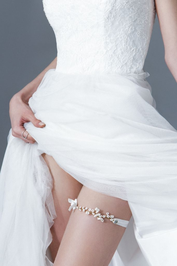 Decolove Snowflakes Bridal Garter, handwired from brass and glass beads