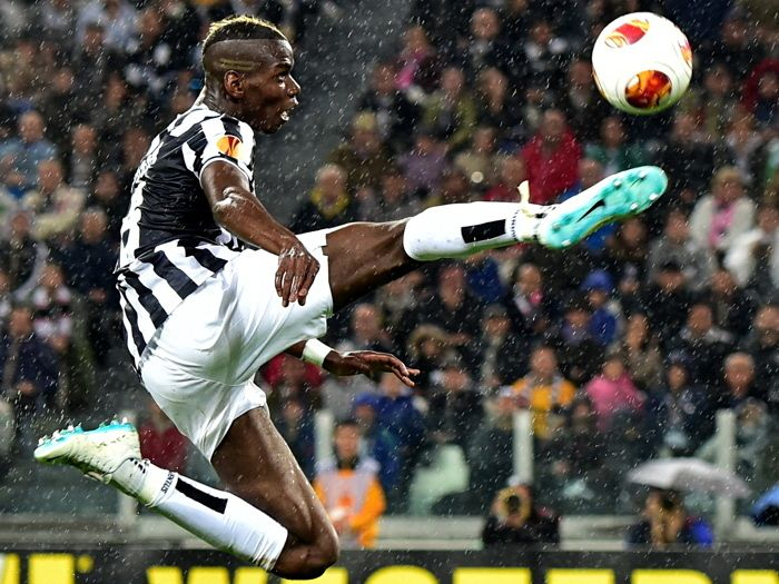 Paul Pogba Air Jump Rain FC Juventus Soccer Football 32x24 Wall Print POSTER